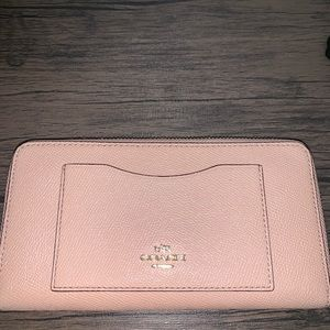 Coach wallet in nude pink